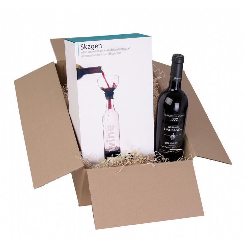 Fles wijn met decanteerder