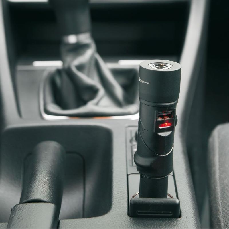 Autolader, noodbatterij en lamp in 1